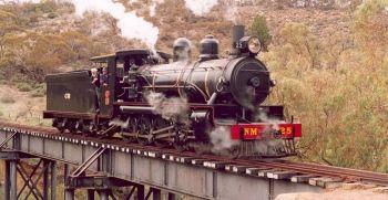 Picture of the historic steam train on a bridge in Pichi Richi